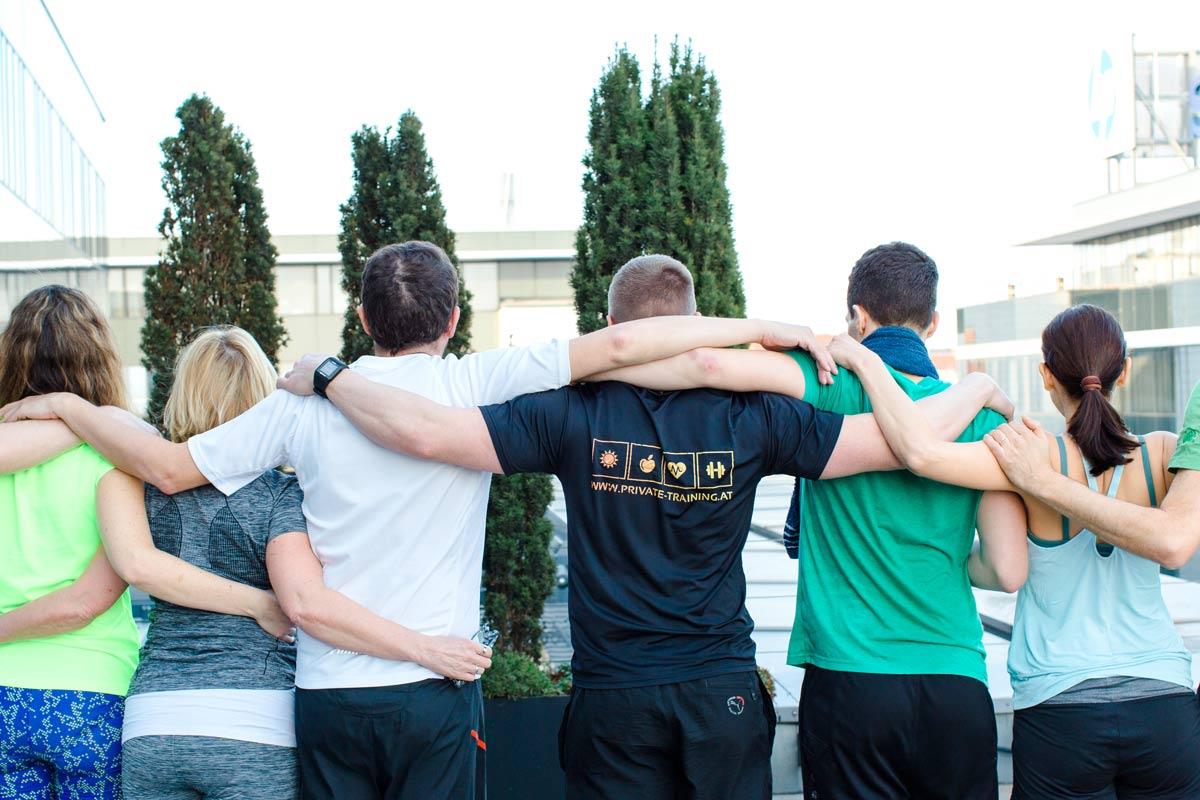 Personal Trainer Daniel Schlerith mit Kollegen